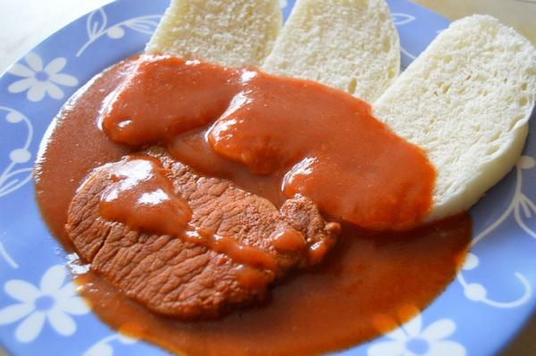 Bravčové plátky v paradajkovej omáčke