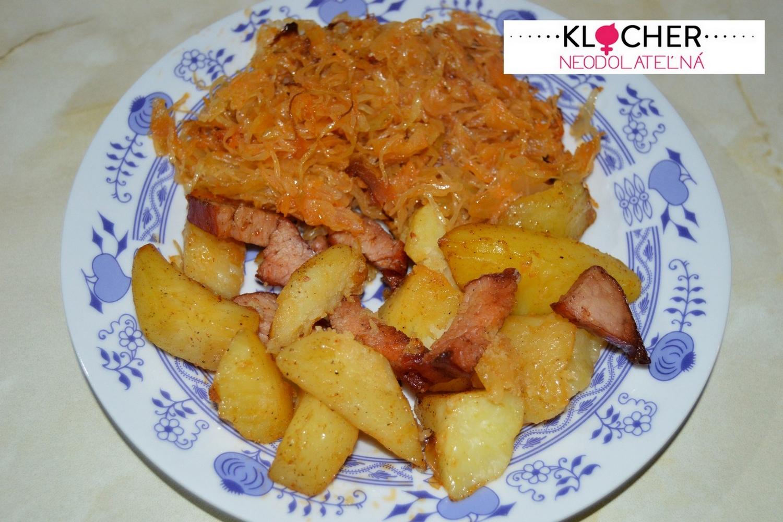 Zapekané zemiaky s mäsom a kyslou kapustou