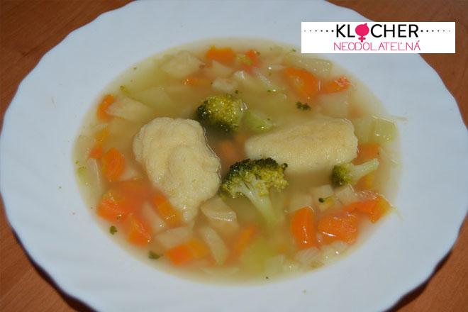 Bohatá zeleninová polievka s krupicovými haluškami