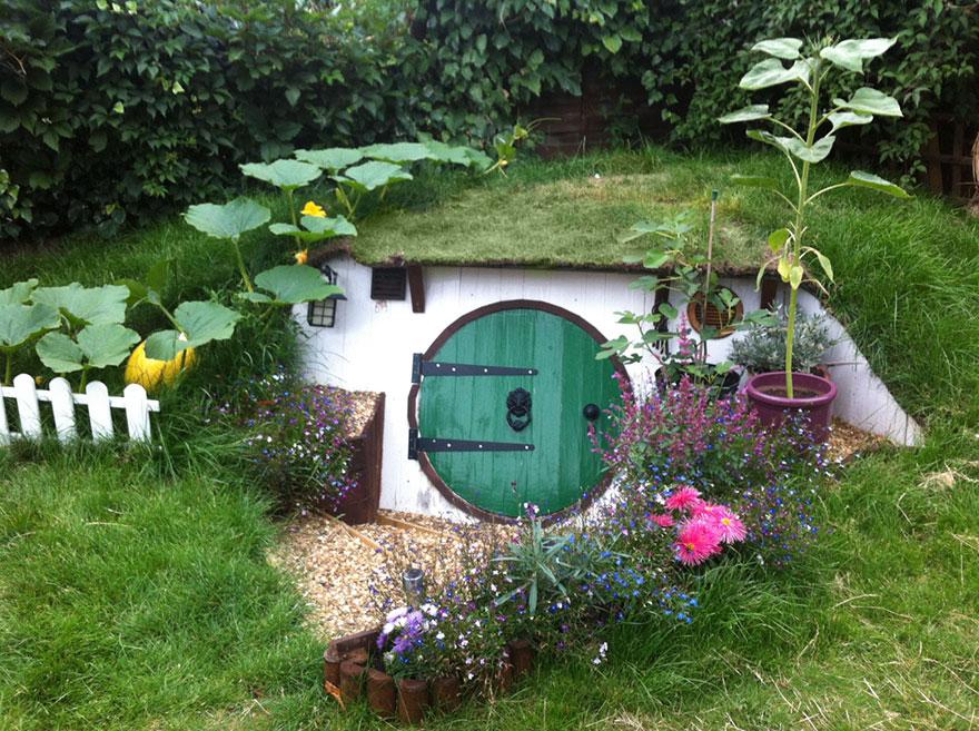Ashley Yates postavil vernú kópiu Hobbitieho domu. Neveríte?