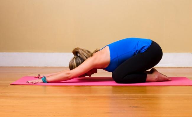 Bolieva vás chrbát? Vyskúšajte 8 jednoduchých cvikov z jogy