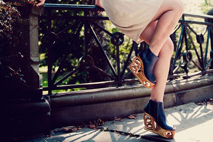 Tieto extravagantné drevené topánky z Vietnamu stoja niekoľko stovák eur. Kúpili by ste si ich?