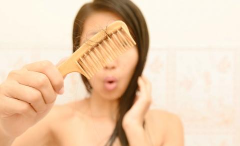 Padajú ti vlasy? Poznáme 10 dôvodov, prečo je to tak