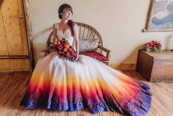 Ste unavení z klasických bielych svadobných šiat? Tieto spestria každý svadobný deň