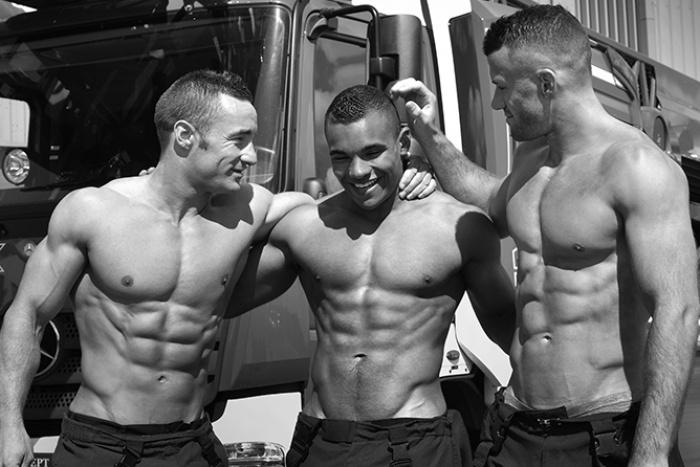 Dobrá správa pre ženy! Po roku prichádzajú sexi hasiči s kalendárom na rok 2017