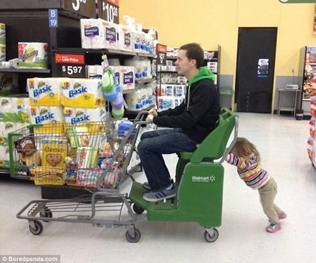 Otcovia vedia zabaviť deti najlepšie! Toto je výber tých najlepších fotiek, ktoré vás zaručene pobavia