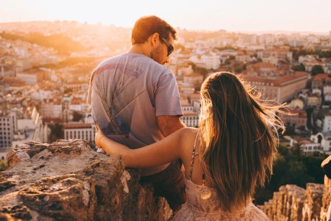 Hovoríte o svojich vzťahoch na sociálnych sieťach? Tieto páry nie a sú šťastné! Prečo?