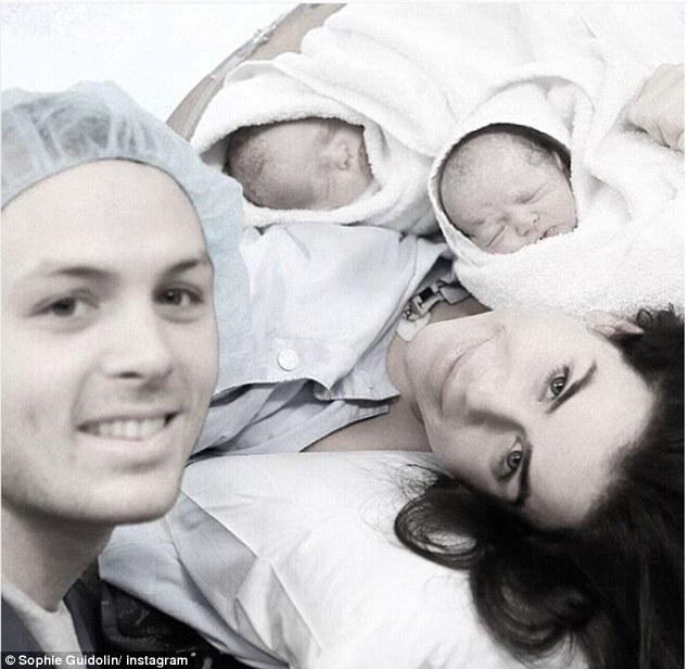 27-ročná fitness mama po pôrode dvojičiek hovorí, že cisársky rez vôbec nie je jednoduchšia cesta!