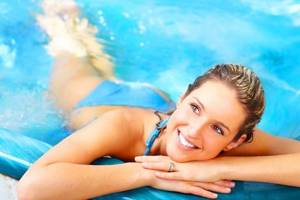 Zdráhate sa plávania v bazéne počas zimných mesiacov? Týchto 6 dôvodov vás presvedčí, aby ste to nerobili