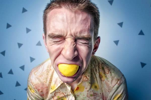 Nedostatok vitamínu C spôsobuje viaceré zdravotné problémy. Toto je 5 najčastejších príznakov, že ho máte málo