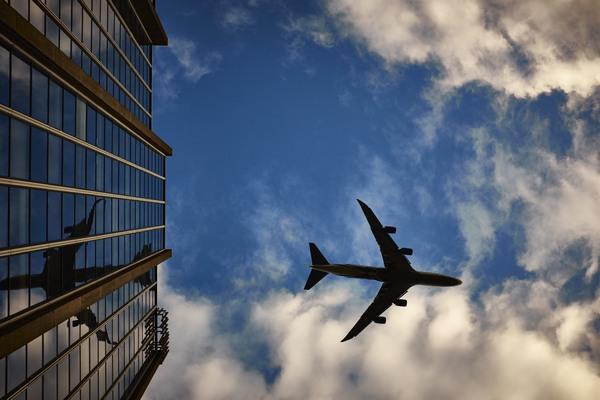 Žena zažila najhorší let v živote. Posádka lietadla jej nedovolila ísť na toaletu, a tak strávila 13-hodinový let v pomočených šatách