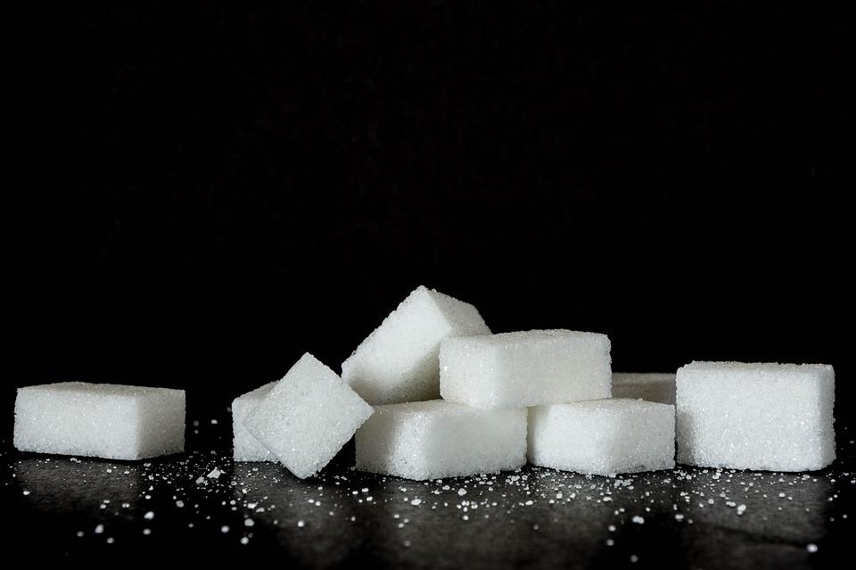 12 signálov, ktoré vám napovedia, že jete priveľa cukru