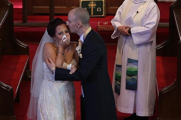 Video, na ktorom nevesta plakala od dojatia, si pozrelo viac ako 4,2 milióna ľudí. Takéto prekvapenie sa na svadbe len tak nevidí