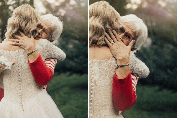 Nevesta prekvapila svoju babku, keď si na vlastnú svadbu obliekla jej svadobné šaty. Sledujte, ako jej pristali