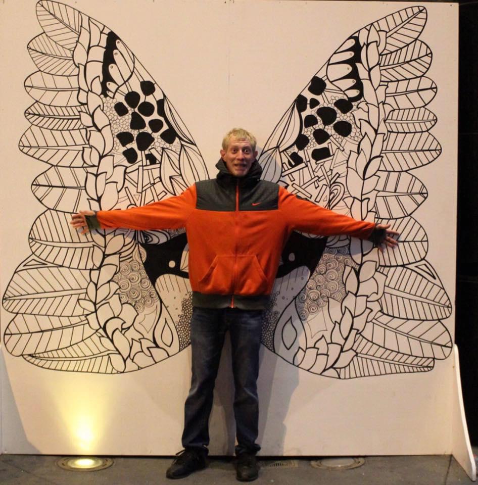 Najradšej by mal krídla, ktoré by mu pomohli odletieť k šťastnej láske. Jozef sa priznal k demisexualite. Zdroj: facebook.com/Jozef Benadik