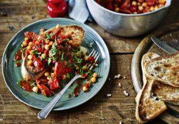 Zapekané špagety s kešu orieškami či zdravá ryba s hráškom. Top 5 receptov na zdravú a nízkokalorickú večeru