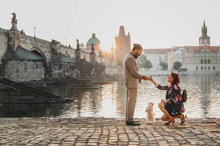 Kanaďanka 2 roky plánovala zásnuby pre priateľa. Opýtala sa až v Prahe