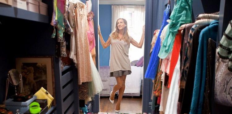 Máte problém s úložným priestorom v šatníku? Poradíme vám, ako si oblečenie pretriediť a usporiadať tak, aby ste vedeli, kde čo je