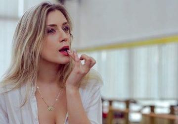 Horúci videoklip natočili na jedinú klapku! Speváčka Lea Danis posúva svoje hranice a jej intímnu pieseň Closer musíte počuť